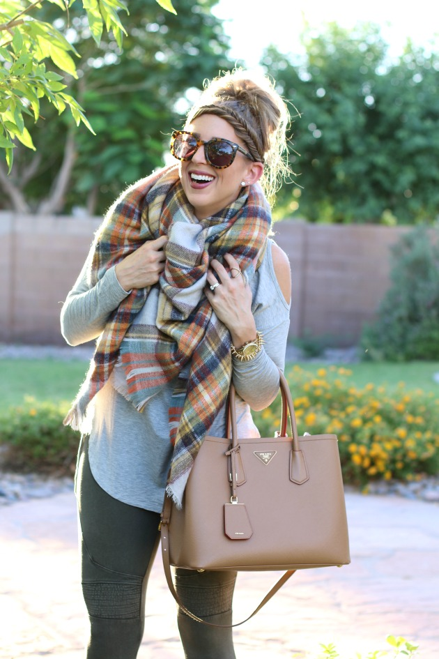 blanket-scarf-moto-leggings-cold-shoulder-top-p-2
