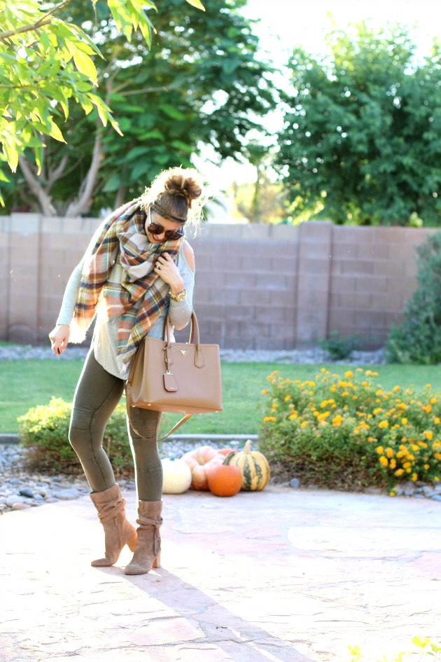 blanket-scarf-moto-leggings-cold-shoulder-top-p-3