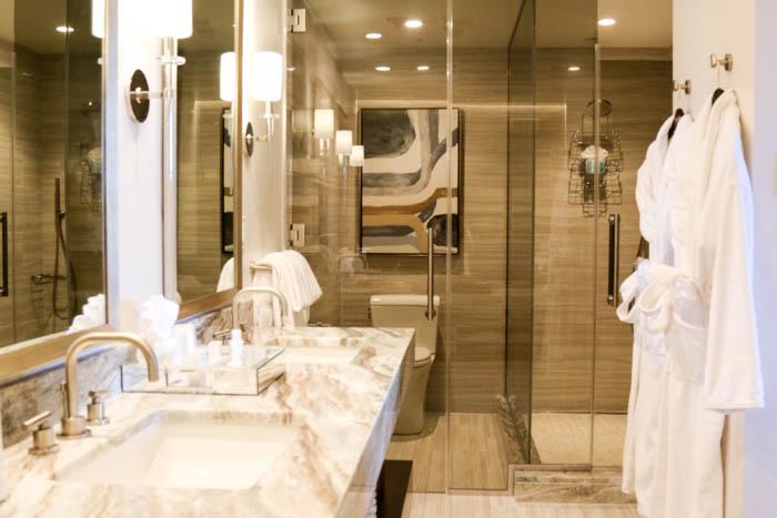 presidential-suite-bathroom-1-of-1